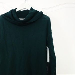 Rachel Zoe 100% fine Merino Wool Emerald Sweater✨